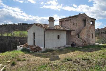 Italië ~ Marken / Marche - (Woon)boerderij