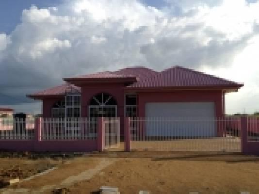 Suriname ~ Paramaribo - Woonhuis
