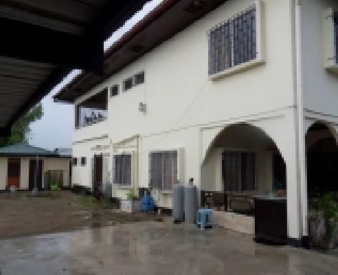 Suriname ~ Paramaribo - Meergezinswoning