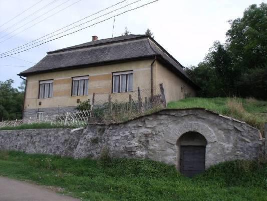 Hongarije ~ Eger-Tokaj (Noord) ~ Borsod-Aba�j-Zempl�n - Woonhuis