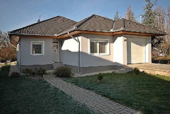 Hongarije ~ Pannonia (West) ~ Balaton - Bungalow - capital99 Ltd (25630)