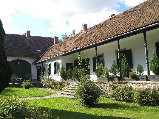 Hongarije ~ Pannonia (West) ~ Baranya (P�cs) - B & B / Pension -  (M8389)