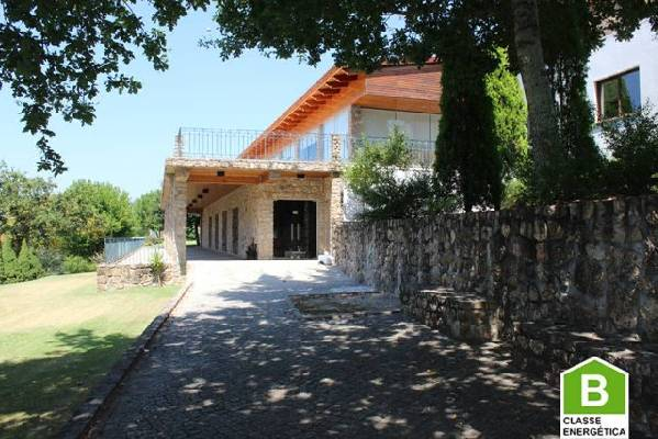 Portugal ~ Transmontana ~ Viseu ~ Santa Comba D�o - Bedrijfspand