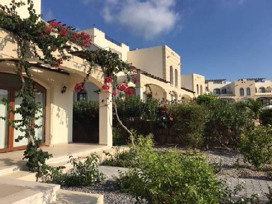 Cyprus ~ Kyrenia  - Halfvrijstaand
