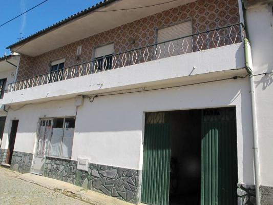 Portugal ~ Centro ~ Coimbra ~ T�bua - Woon-/Werkwoning