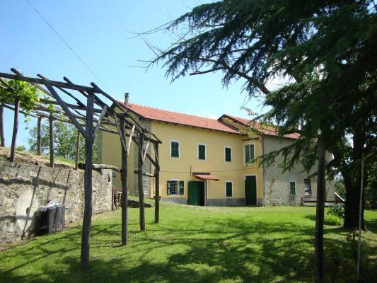 (Woon)boerderij te koop in Italië - Piemonte - Ponzone - € 290.000