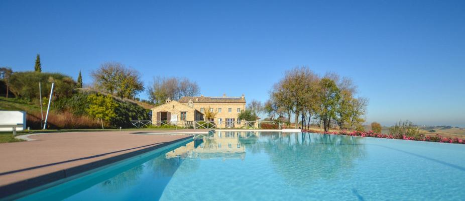 Landhuis te koop in Italië - Marken / Marche - Morro D Alba - € 1.590.000