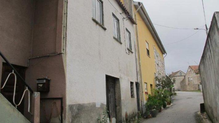 Portugal ~ Zilverkust (Prata) ~ Coimbra ~ T�bua - Tussenwoning