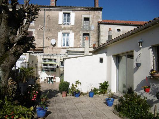 Frankrijk ~ Poitou-Charentes ~ 16 - Charente - Geschakelde woning
