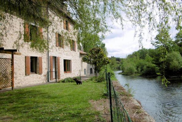 Frankrijk ~ Poitou-Charentes ~ 79 - Deux-Sèvres - Maison en pierre