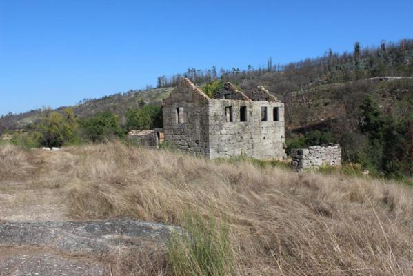 Portugal ~ Transmontana ~ Viseu ~ Carregal do Sal - Renovatie-object