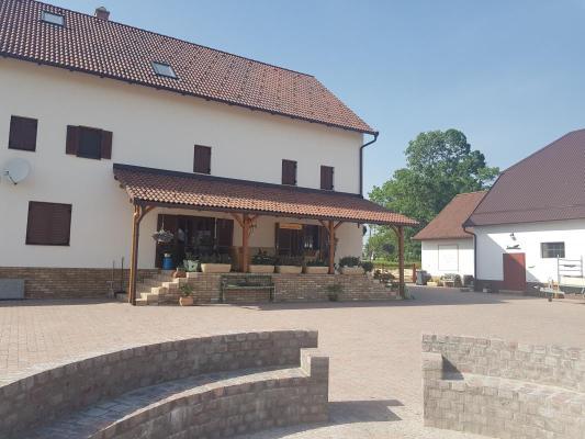 Landgoed te koop in Hongarije - Pannonia (West) - Tolna (Szekszárd) - Högesz - € 375.000