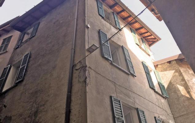 Hoekwoning te koop in Italië - Comomeer - Moltrasio - € 140.000
