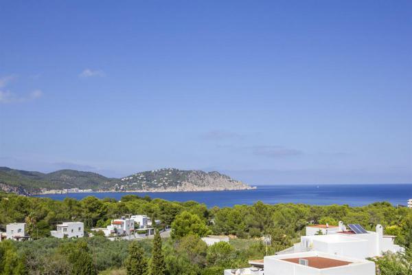 Villa te koop in Spanje - Balearen - Ibiza - Santa Eularia Des Riu - € 1.095.000