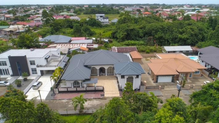Suriname ~ Paramaribo - Villa