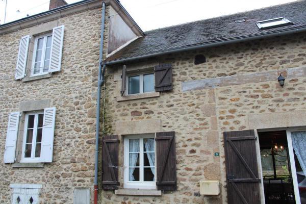 Frankrijk ~ Limousin ~ 87 - Haute-Vienne - Geschakelde woning